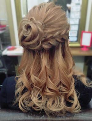 可愛いヘアアレンジ 巻き髪